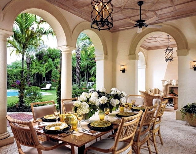 Mediterranean decor     decoration ideas with southern flair     Two remarkable species are found in a Mediterranean setting  It s Greek  Mediterranean style interior design is characterized with outstanding  textures