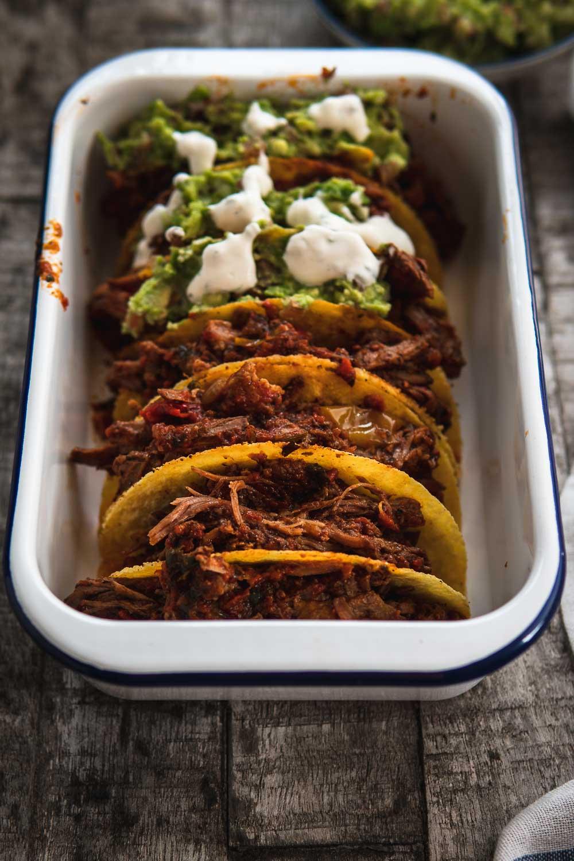 Chili con carne Brisket Rinderbrust zart mürbe Pulled beef Ofen offen Taco