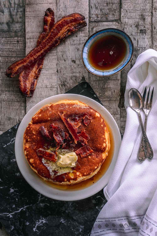 Pancakes mit Buttermilch Candy Bacon Topping Pancake rezept www.ofenoffen.de