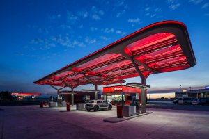 estacion de servicio con ilumnacion led