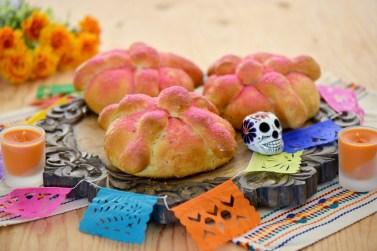 como decorar con el pan de muerto