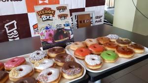 conoce la variedad de donas 2x1 del mister donut el salvador
