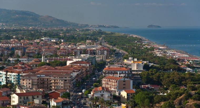 Seaside property real estate in Italy for sale. 2bed apartment 1.9 km from beach