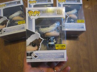 FUNKO POP! KINGDOM OF HEARTS SORA (CHRISTMAS TOWN) #449 HOT TOPIC EXCLUSIVE