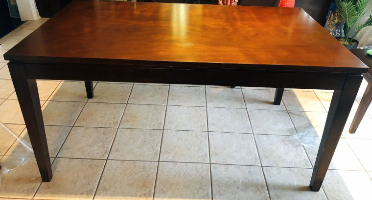 dining table and 4chairs