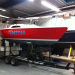 Aan te schaffen zeiljacht van Den Helder naar Zoutkamp. Staat op een dubbelassige stallingstrailer.Schip weegt ca. 1100 kg en 7 m.lengte.