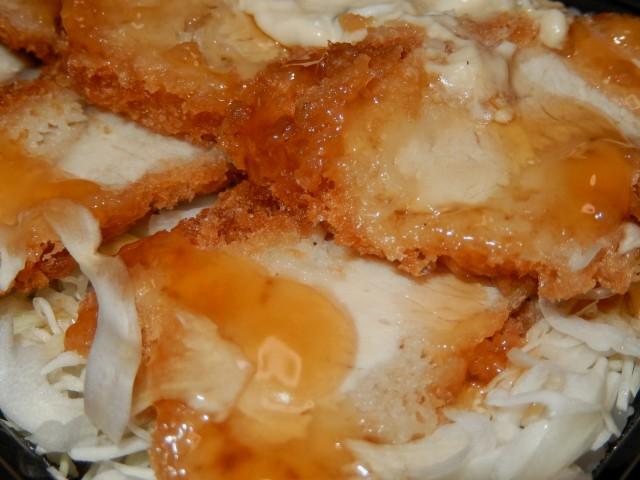 OKストアのお弁当「国産チキンカツタルタル丼」②