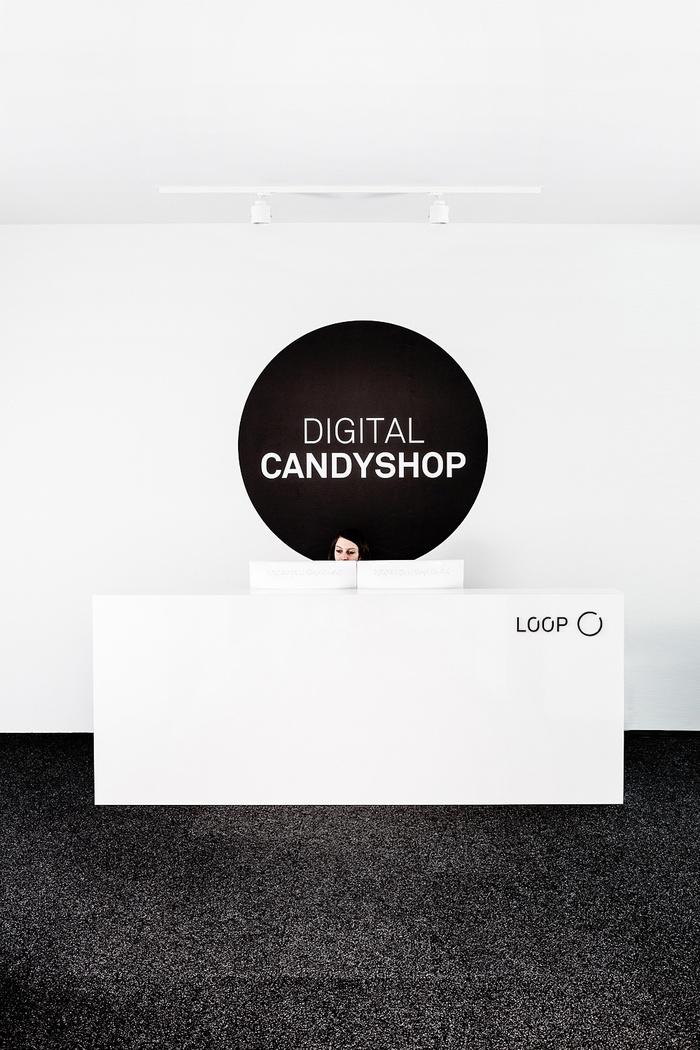 PIC02_Loop_Candyshop_6180