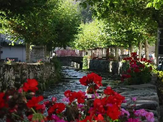 Ussatlesbains-montagnes-Tarascon-et-du-Vicdessus-fête-des-villages
