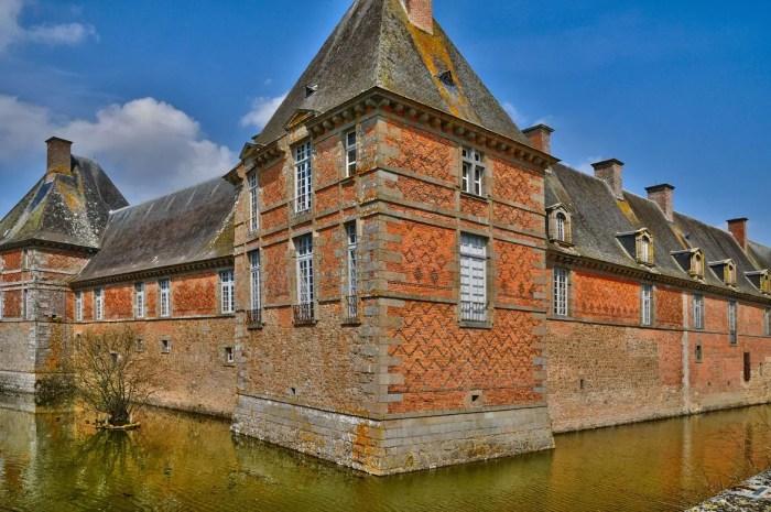 château de carrouges, châteaux des communes thermales