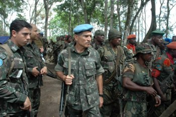 Lt. Gen. Santos Cruz inspects Congolese troops as they prepare to attack a rebel stronghold, April 2014. U.N. photo