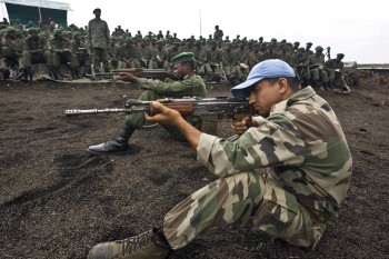 Members of the Indian contingent of the United Nations Organization Mission in the Democratic Republic of the Congo (MONUC) train officers and soldiers of the Forces Armées de la République Démocratique du Congo (FARDC) Photo: Marie Frechon / UN Photo / 28.02.2008.