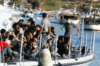 Migrants arriving on the island of lampedusa in august 2007 (Photo: Adrian ... / Creative Commons Attribution 2.0 Generic).