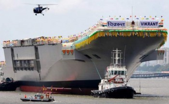 Tugboats guide the indigenously built aircraft carrier INS Vikrant as it leaves the Cochin Shipyard after the launch ceremony in Kochi. When the INS Vikrant comes into full service in 2018, India will become the fifth nation to have designed and built its own aircraft carrier, pushing ahead of China to join an elite club that includes Britain, France, Russia and the United States. (Manjunath Kiran / AFP / 12.08.2013)