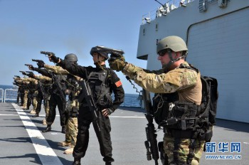 The 18th escort taskforce of the Chinese People's Liberation Army Navy (PLAN) and the US Navy guided missile destroyer USS Sterett (DDG-104) conduct a China-U.S. joint maritime anti-piracy drill in the waters of the Gulf of Aden on Dec. 11, 2014. (Photo: Sun Haichao).