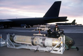 Airmen prepare to load a Mark 60 CAPTOR (encapsulated torpedo) anti-submarine mine onto a B-52G Stratofortress. US NavyAirmen prepare to load a Mark 60 CAPTOR (encapsulated torpedo) anti-submarine mine onto a B-52G Stratofortress (Source: US Navy).