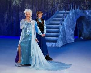 Anna & Elsa in Disney on Ice presents Frozen