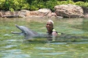 Sisaundra_Dolphin_Swim