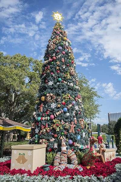 downtown-disney-tree
