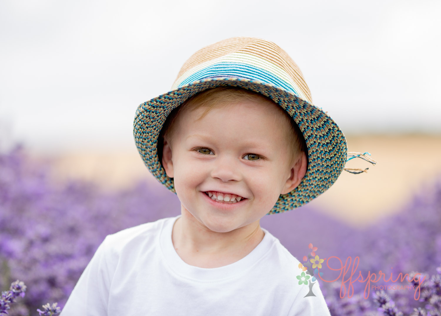 Photo portrait of a child in Cotswold Lavender field