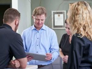 create consistent dental team huddles