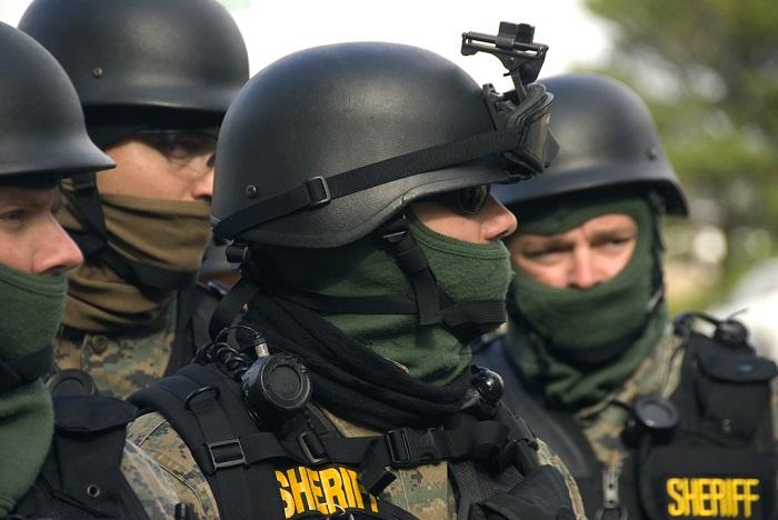 swat raid -- wikipedia