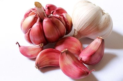 11 Odd-But-Effective Uses For Garlic That Surprised Even Us