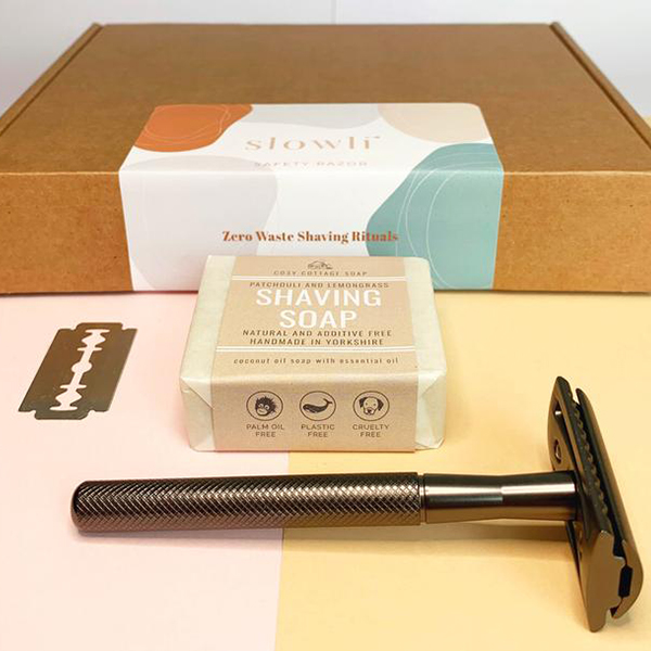 Plastic-free and made by awesome, earth-friendly individuals and brands, you can find zero waste gifts for every person on your shopping list. Like this safety razor kit for the bath lover in your life.