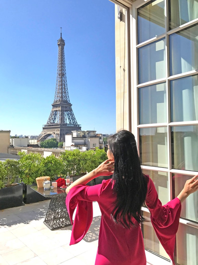Tina travels best luxury hotel with views of the eiffel for Hotels by the eiffel tower