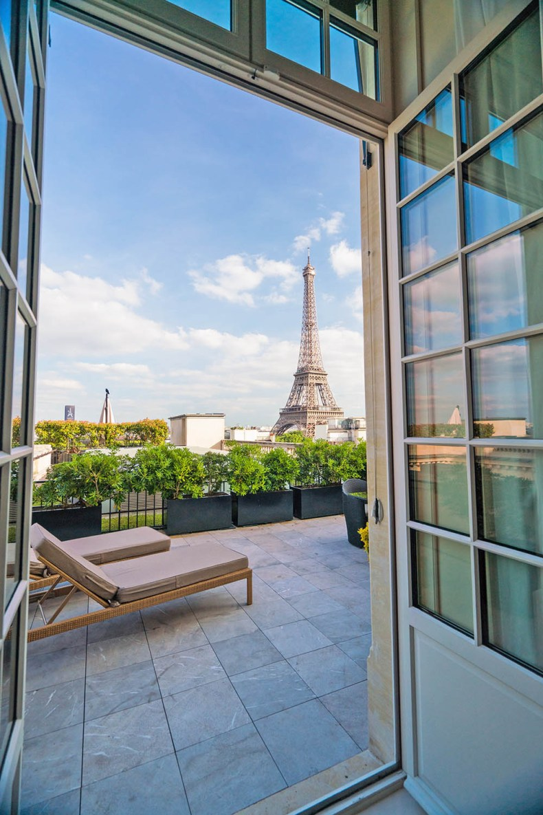 Tina travels best luxury hotel with views of the eiffel for Terrace eiffel tower view room shangri la