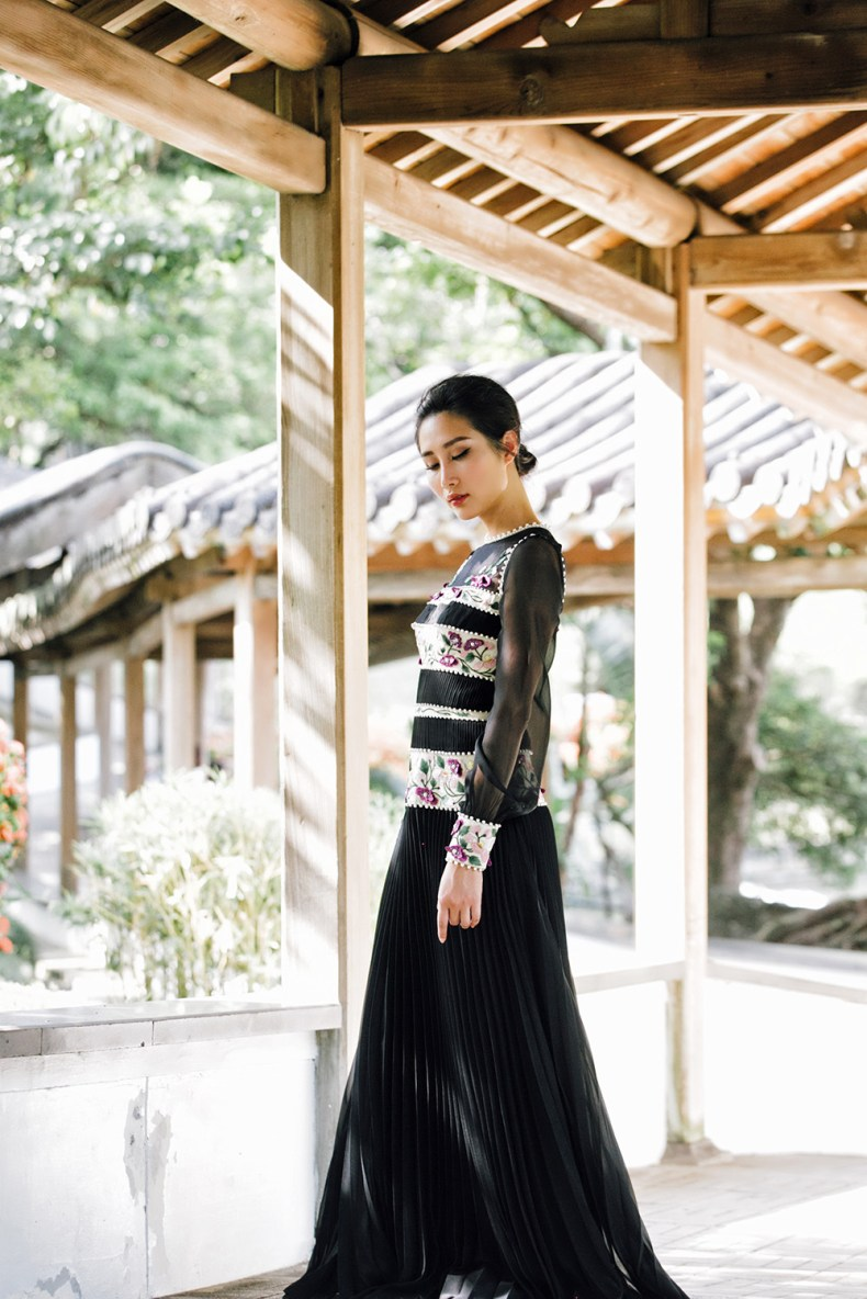 Brand Crush: Vernalmania - Couture Gowns With A Story   Of Leather and Lace - Fashion Blog by Tina Lee   asian inspired fashion, taipei national palace museum, black gown, oriental fashion, embellished gown