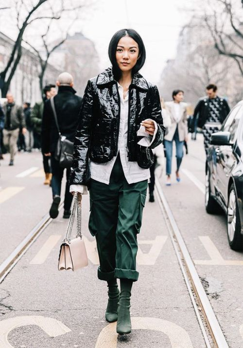 How to Wear the Vinyl Trend | Ofleatherandlace.com | Fashion blogger, style trends, fashion trends, outfit ideas, womens outfit ideas, vinyl jacket outfit, vinyl jacket, fall outfits