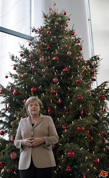 germany-merkel-christmas-tree-2010-11-25-7-42-3