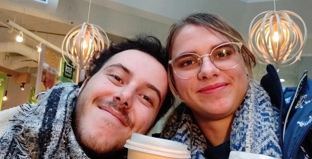 Diane et Mathieu partageant un café