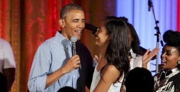 Barack Obama, il 60esimo compleanno è amaro: è costretto ad annullar…
