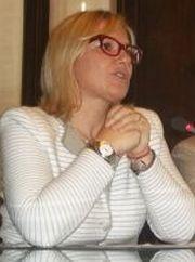 Il sindaco Rita Rossa sembra pregare che tutto vada bene
