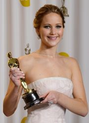 Jennifer Lawrence con l'oscar