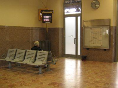 La sala d'aspetto della stazione di Tortona dove si è verificata l'aggessione