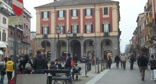 Senza armi rapina il negozio Wind in piazza Malaspina a Tortona portando via merce per 10 mila euro