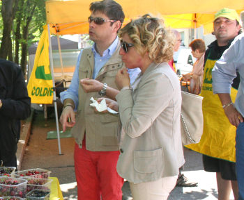 Fragole e ciliegie all'Agrimercato di Valenza…ed è subito festa!