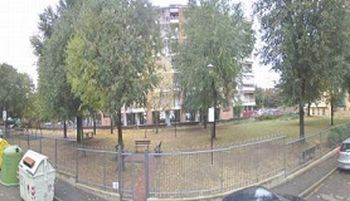 Perché il parco giochi in via Di Vittorio a Tortona è ridotto in condizioni pietose?