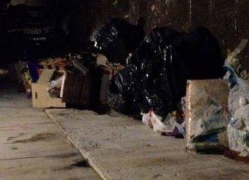 Di notte alla guida di una mini nera scarica rifiuti in strada Paghisano a Tortona, nel mirino