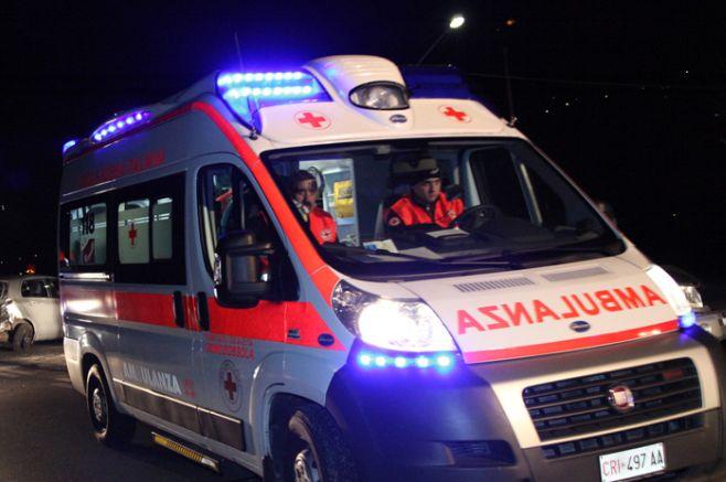 Fuori strada con l'auto alla periferia di Sale, muore un uomo di 50 anni, lievi ferite per la moglie