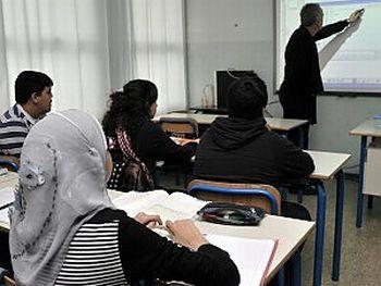 Alessandria spende 40 mila euro per insegnare 6 mesi l'italiano agli stranieri, incaricando un sindaco del biellese?