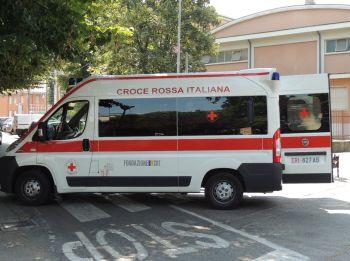 Incidente in via Postumia a Tortona, si ribalta un'auto