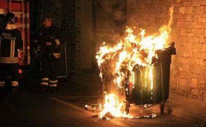 Vigili fuoco cassonetto L