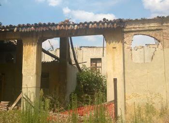 Pensieri: L'edificio delle ex suore cade a pezzi, chi ha dato l'abitabilità per accogliere i profughi?