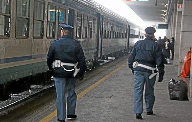 Alessandria, viaggiava sul treno con la droga, fermato dalla Polfer