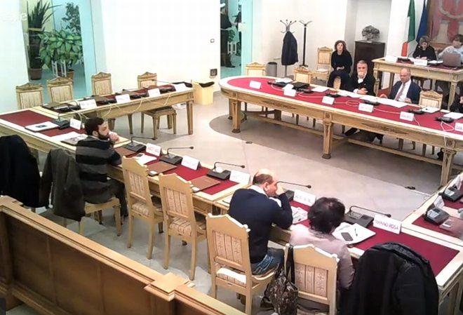 Martedì si riunisce il Consiglio comunale di Tortona per parlare di scuola, nomadi e illuminazione pubblica