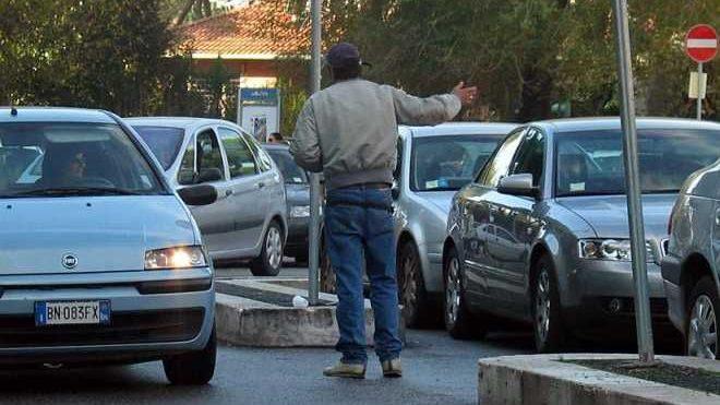 I vigili urbani di Novi Ligure contro i parcheggiatori abusivi